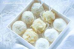 winter deliciousness made of chocolate & rum, covered with almonds, icing sugar & coconut... i have to make it again!