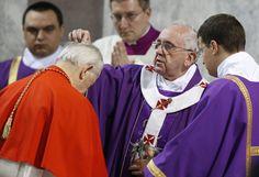 """Pope ash wednesday =Para a Quaresma o Papa Fco propõe 15 simples atos d caridade q ele mencionou como manifestações concretas d amor: 1. Sorrir, um cristão é sempre alegre! 2. Agradecer (embora não """"precise"""" fazê-lo). 3. Lembrar ao outro o qto vc o ama. 4. Cumprimentar c/ alegria as pessoas q vc vê todos os dias. 5. Ouvir a história do outro, sem julgamento, c/ amor. 6. Para p/ ajudar. Estar atento a quem precisa de vc. 7. Animar a alguém. 8. Reconhecer os sucessos e qualidades do outro."""