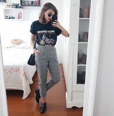 New fashion vintage hijab street styles Ideas Casual Outfits, Cute Outfits, Fashion Outfits, Womens Fashion, Urban Look, Vintage Outfits, Vintage Fashion, Street Hijab Fashion, Kim Jisoo