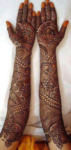 A beautiful inspiring henna design! Mehndi artist unknown so please if you come across this image and you are or you know the artist please comment below and I will add it to the description! Indian Mehndi Designs, Latest Bridal Mehndi Designs, Full Hand Mehndi Designs, Indian Henna, Wedding Mehndi Designs, Beautiful Henna Designs, Best Mehndi Designs, Mehandi Designs, Beautiful Mehndi