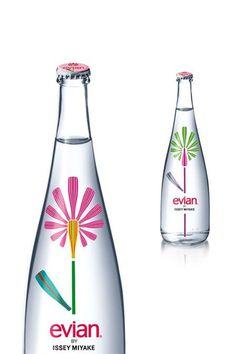 Le graphisme des bouteilles d'Evian, du vrai branding. - À Lire Christian Lacroix, Issey Miyake, Paul Smith, Jean Paul Gaultier, Evian, Branding, Communication, Marketing, Bottle