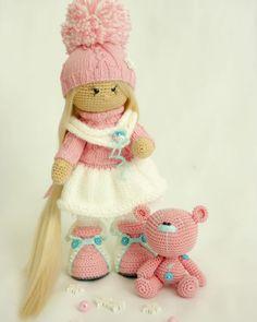 Она похожа на клубничный зефир)) зимняя и нежная девоч...☆