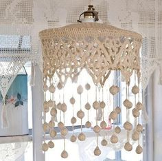 crochet lampshade with pompoms Crochet Home Decor, Crochet Crafts, Crochet Lace, Crochet Projects, Crochet Shawl, Crochet Ideas, Free Crochet, Lampe Crochet, Crochet Lampshade