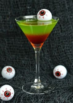 Hosting a Halloween Party? Serve up one of these spooky Halloween Cocktails! Halloween parties are all about the fun and spooky food and drinks. Halloween Party Drinks, Zombie Party, Halloween Desserts, Halloween Treats, Halloween Fun, Halloween Shots, Halloween Recipe, Halloween Alcoholic Drinks, Hallowen Party