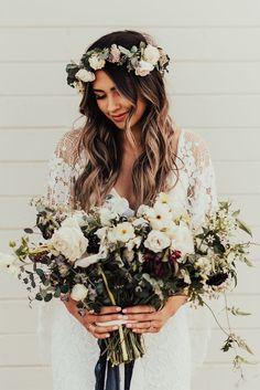 Love this flower crown #weddings #flowers #hairstyle