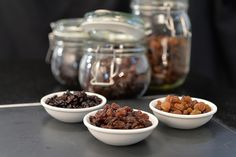 What is the difference between the dried fruits of raisins, sultanas, and currants used in British cooking? Quite a lot when you read the explanation.: What is the Difference Between Raisins, Sultanas, and Currants? Christmas Cooking, Christmas Recipes, Food Science, Irish Recipes, Eating Raw, Eating Healthy, Sweet Tarts, Cooking School, Food Facts