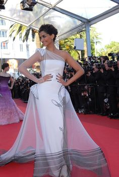 Cannes 2011: Remembering Sonam Kapoor in jean paul gaultier. Stunning. See more pictures here: http://jugnistyle.com/style/we-heart-sonam-bollywood-style-at-cannes-2011/#