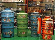 Enamel tiffin carriers used in the used to carry piping hot food. Now precious collectibles. Vintage Enamelware, Vintage Kitchenware, Vintage Tins, Vintage Antiques, Retro Vintage, Tiffin Carrier, Kitchen Time, Vintage Pottery, Vintage Home Decor