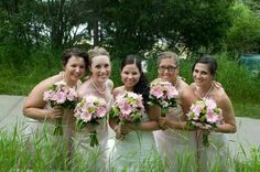 The bride and her bridesmaids at #CypressHills. .. #wedding #flowers by Poppy #SmartFlowers