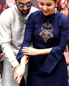 Anushka Sharma stellar and gorgeous in a blue stylish Payal Khandwala attire teamed with a neat hairdo and a bindi Kurta Designs, Blouse Designs, Kurti Embroidery Design, Zardosi Embroidery, Kurta Neck Design, Stylish Suit, Dress Neck Designs, Collor, Indian Designer Wear