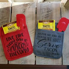 Did someone say tacos? Everybody loves tacos! Get that special taco lover in your life this super cute gift set. Taco Seasoning, Spatula and printed pot holder included.Designs are sublimation printed on pot holders. Vinyl Crafts, Vinyl Projects, Craft Projects, Cute Gifts, Diy Gifts, Taco Crafts, Taco Mix, Dollar Tree Crafts, Taco Seasoning
