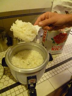 Perfect Rice Cooker Sticky Rice Tips How to Make Perfect Sticky Rice Using a Rice Cooker: Equipment: Rice Cooker Rice Scoop Ingredients: Calrose Rice Water Note: Using any type of rice other than Calrose will not produce the desired outcome. Quinoa In Rice Cooker, Aroma Rice Cooker, Rice Cooker Recipes, Cooking Recipes, Rice Cooker Pasta, Cooking Games, Sticky Rice Recipes, Sticky Rice Recipe Rice Cooker, Gastronomia