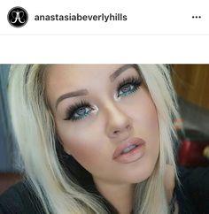 Emerald eyeliner nude lips