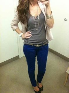 Another awesome idea for my bright blue jeans Blue Skinny Pants, Blue Pants, Skinny Belt, Blue Skinnies, Color Pants, Skinny Jeans, Cobalt Pants, Fancy Pants, Bright Blue Jeans
