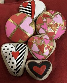 Small sweet gifts for our dearest-nearest painted rocks craft, hand Heart Painting, Pebble Painting, Pebble Art, Stone Painting, Rock Painting Patterns, Rock Painting Ideas Easy, Rock Painting Designs, Painted Rocks Craft, Hand Painted Rocks