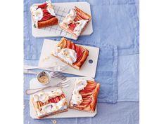 Apfelschnitten mit Nuss Baiser - 18 leckere Desserts http://www.fuersie.de/kochen/rezeptideen/galerie/ideen-fuer-leckere-herbstdesserts/page/16#content-top