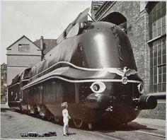 NAZI STREAMLINER June, 1941 in Kassel. A Deutsche Reichsbahn's Class 05. Henschel works made the picture.