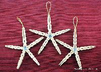 Clothespin crafts that are snowflakes or beachy decorations, depending on the season! More from my site Awesome DIY Christmas Decorating Ideas and Tutorials on Budget at Home Snowflake Clothespin Craft Diy Christmas Star, Diy Christmas Ornaments, Christmas Wreaths, Christmas Decorations, Christmas Ideas, Beach Christmas, Snowflake Ornaments, Wooden Clothespin Crafts, Birthday Party Centerpieces