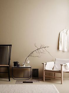 minimalist home design Beige Tan Living Room With Black Accents Interior Design Blogs, Interior Styling, Interior Inspiration, Color Interior, Room Inspiration, Earth Tone Decor, Beige Room, Beige Walls Bedroom, Interior Minimalista