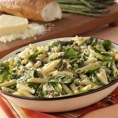 Asparagus-Spinach Pasta Salad Recipe -Fresh spinach, crunchy cashews and penne pasta are tossed with roasted asparagus to create this delightful spring salad. —Kathleen Lucas, Trumbull, Connecticut Pasta Salad With Spinach, Pasta Salad Recipes, Soup And Salad, Asparagus Pasta, Penne Pasta Salads, Spaghetti Salad, Fresh Asparagus, Quinoa Salad, Spring Salad