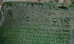 La Tavola di Smeraldo si dice che sia una tavoletta di pietra verde smeraldo o verde con incisi i segreti dell'universo.  La leggenda più comune sostiene che la tavola è stata trovata in una tomba scavato sotto la statua di Hermes in Tiana, il cadavere di Ermete Trismegisto la stringeva tra le mani. Un'altra leggenda racconta che fu il terzo figlio di Adamo ed Eva, Seth, che l'ha originariamente scritta. Altri ritenevano la Tavola di Smeraldo una volta si trovava all'interno della Arca…