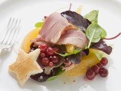 Salat mit geräucherter Entenbrust und Orangen ist ein Rezept mit frischen Zutaten aus der Kategorie Ente. Probieren Sie dieses und weitere Rezepte von EAT SMARTER!