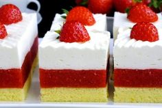 z cukrem pudrem: ciasto truskawkowe Irmy with powdered sugar: Irma strawberry cake Jello Recipes, Baking Recipes, Dessert Recipes, Czech Recipes, Cake Bars, Sweets Cake, Healthy Cake, Mini Cheesecakes, Homemade Cakes