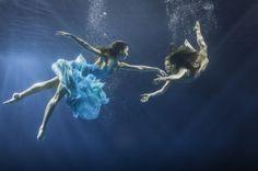 Грациозные танцы под водой (17 фото)