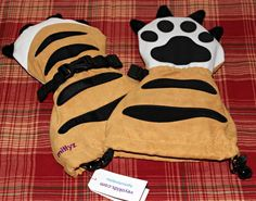 tiger paws winter gloves The Veyo gloves run in 3 sizes- Small (6mos-2 yrs), Medium (2-4yrs) and Large (4-6yrs). They truly are meant for little hands and are called Mittyz.