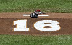 マーリンズが試合前にフェルナンデスを追悼、選手は背番号「16」を着用