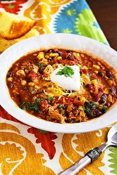 Crockpot Chicken Taco Chili / How To Meet The Chili Of Your Dreams (via BuzzFeed)