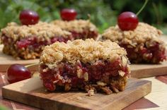 Oatmeal with sour cherry, yummi- zabpelyhes meggyes süti Healthy Cake, Healthy Desserts, Cake Recipes, Vegan Recipes, Cooking Recipes, Muffin, Cooking Cake, Salty Snacks, Hungarian Recipes