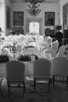Alt er klart til den store bryllupsdagen. Middagsbordet, stor bryllupsfeiring i Spania 2011. Bryllupsfotograf totte-imagery.com er bosatt i Paris, Frankriket, men tar også oppdrag ellers i Europa og Norge.