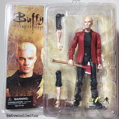 "Diamond Select - Buffy the Vampire Slayer Deluxe Figure - AFX Exclusive - ""School Hard"" Spike."
