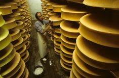 Cave à Beaufort Cheese Cave, Chamonix, French Alps, How To Make Cheese, Food And Drink, Ageing, Architecture, Bouquets, Mont Blanc