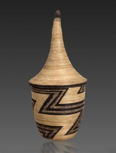 Africa | 'Igeseke' basket from the Tutsi people of Rwanda or Burundi (Great lakes area) | ca. prior to 1940 | Grass and other fibers