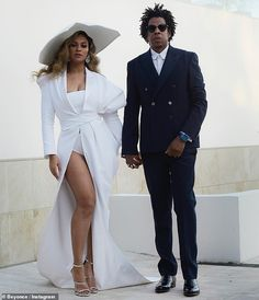 Power couple, Beyonce and Jay Z won big at the NAACP image Awards. Jay-Z was received honour with the president's award and Beyonce was named 'Entertainer of the year'. Beyonce shared stunning photos of the film looks to the NAACP Image Awards last night. Beyonce 2013, Beyonce E Jay Z, Beyonce Style, Beyonce Knowles Carter, Jayz Beyonce, Beyonce Pics, Beyonce Dresses, Beyonce Quotes, Tumblr Outfits