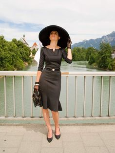 Vintage blogger RetroCat in an Audrey Hepburn inspired outfit
