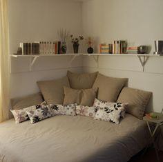 Dormitor cu pat pe colt. Idei si sugestii de amenajare - Casa și Grădina