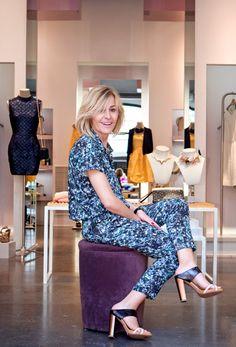 Marga Solé, estilista de Woman.es, con unas sandalias de Hoss Intropia