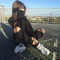 Find images and videos about girl, fashion and style on We Heart It - the app to get lost in what you love. Tumblr Photography, Girl Photography Poses, Applis Photo, Foto Casual, Fake Girls, Ulzzang Girl, Aesthetic Girl, Stylish Girl, Photo Poses