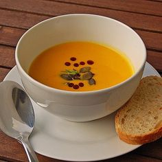 Kürbissuppe mit Ingwer und Kokosmilch Pumpkin soup with ginger and coconut milk from UlrikeM Vegetable Soup Healthy, Vegetable Recipes, Vegetarian Recipes, Healthy Recipes, Pumpkin Soup, Pumpkin Recipes, Most Popular Recipes, Great Recipes, Sante Plus
