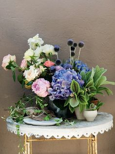 Flower arrangement from Country Style Australia.  Loving the color mix here.  Note height variations.