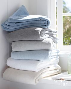 Our white, Turkish spa towels both feel and look like a cloud. Quick-drying and gentle on the skin, this collection is a wonderful addition to the bath. Spa Towels, Bathroom Towels, Architecture Design, Upholstered Dining Bench, Closet Curtains, Modern Coastal, Coastal Style, Coastal Living, Nautical Bathroom Decor