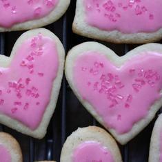 Heart- And Lip-shaped Sugar Cookies (via foodily.com)