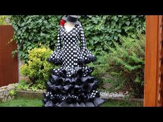 Vestido flamenco de mujer 1ª parte, Como hacer un vestido flamenco. - YouTube Diy Clothes And Shoes, Baby Costumes, Fishtail, Sewing Hacks, Sewing Patterns, Couture, How To Wear, Dresses, Manga Raglan