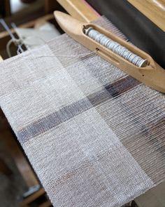 GIST: Yarn & Fiber - Free Weaving Pattern Handwoven Minimalist Cotton and Linen Scarf Weaving Yarn, Basket Weaving, Hand Weaving, Agnes Martin, Textured Yarn, Tear, Cardigan, Weaving Patterns, Textile Design