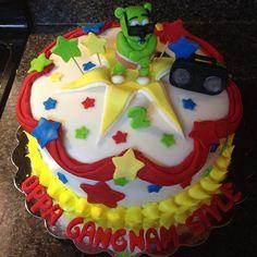 Gummy Bear Cakes, Gummy Bears, Bear Birthday, Birthday Ideas, Birthday Parties, Boombox, Fondant, Gangnam Style, Bear Pictures