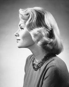 1950 HAIR STYLES IMAGES | 1950s hairstyles consisted of soft curls, natural-looking color and ...