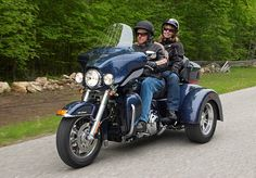 2009 The 2009 model year brings the first three-wheeler for public purchase in the new FLHTCUTG Tri Glide Ultra Classic. Harley Davidson History, Harley Davidson Trike, Pull Behind Motorcycle Trailer, Vietnam Airlines, Ultra Classic, Sidecar, Motorbikes, Public, Motors